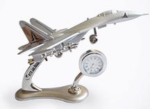 Настольный прибор в виде самолета с часами