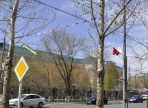 флажная гирлянда на улице Маршала Жукова
