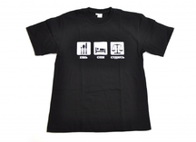 черная футболка с нанесением рисунка