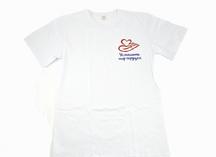 футболка белая с нанесением цветной эмблемы