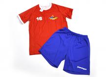 форма спортивная с футболкой и шортами