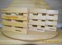 оттиски термоклише на деревянной поверхности